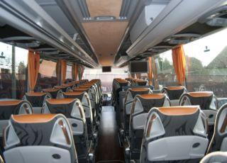 Interiér autobusu